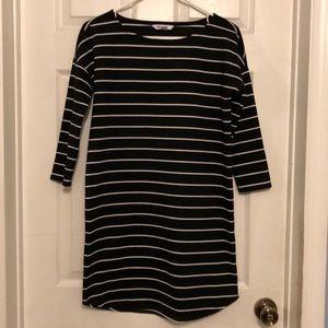 B&W Stripped 3/4 Sleeve Shift Dress